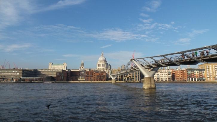 Millenium Bridge. Saint Paul's cathedral