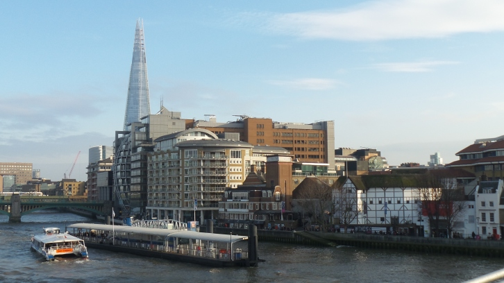 Tamise, rive droite (sud). The Shard. The Globe theatre